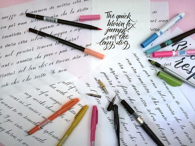Esempi di calligrafia e strumenti per praticarla